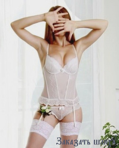 Алиенор - секс со страпоном